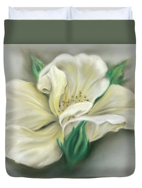 Pale Yellow Rose And Green Rosebuds Duvet Cover