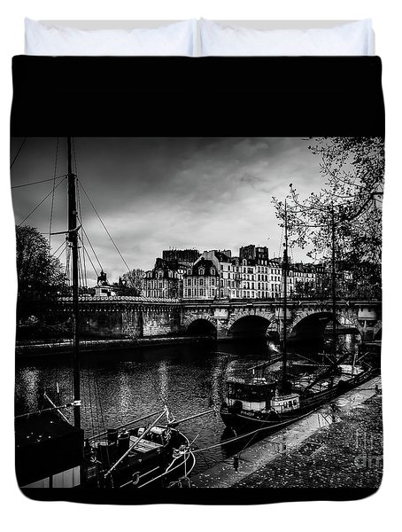 Paris At Night - Seine River Towards Pont Neuf Duvet Cover