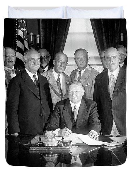 President Hoover Signing Farm Relief Bill - 1929 Duvet Cover