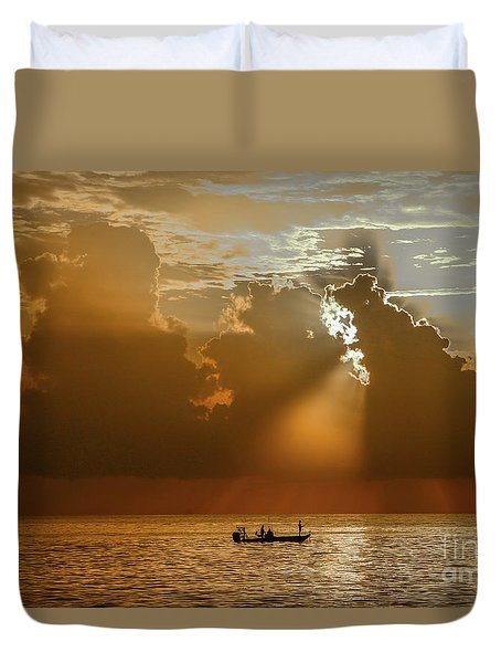 Duvet Cover featuring the photograph Rays Light The Way by Tom Claud