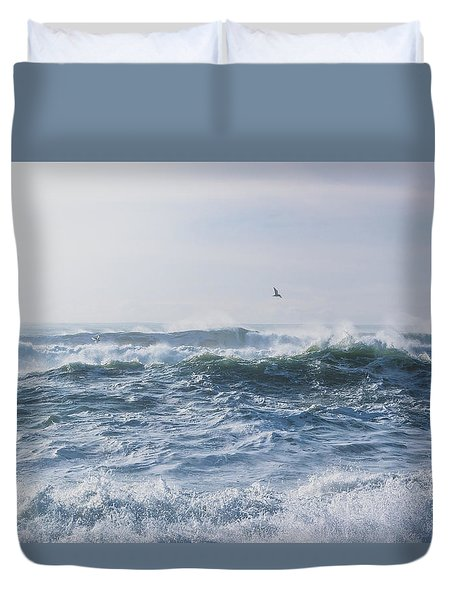 Duvet Cover featuring the photograph Reynisfjara Seagull Over Crashing Waves by Nathan Bush