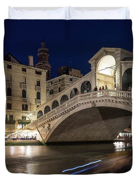Rialto Bridge Midnight - Slow Mo Boats Light Trails Duvet Cover