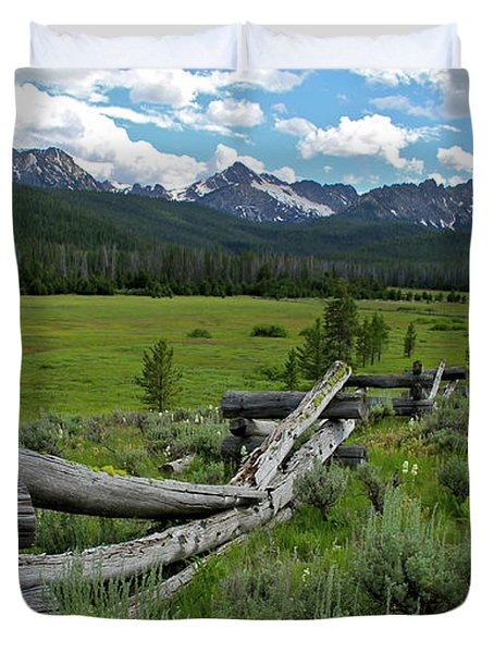 Sawtooth Range And 1975 Pole Fence Duvet Cover