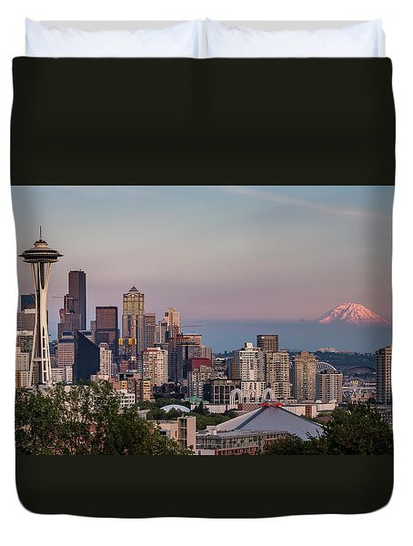 Seattle Skyline And Mt. Rainier Panoramic Duvet Cover