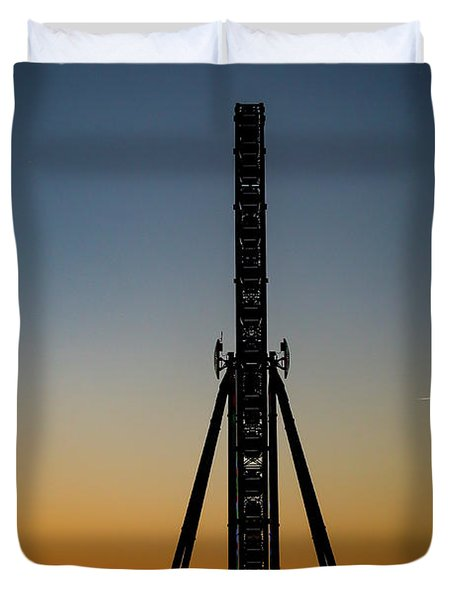 Silhouette Of A Ferris Wheel Duvet Cover
