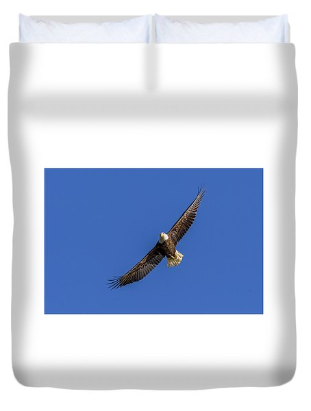 Duvet Cover featuring the photograph Soaring Eagle by Lori Coleman