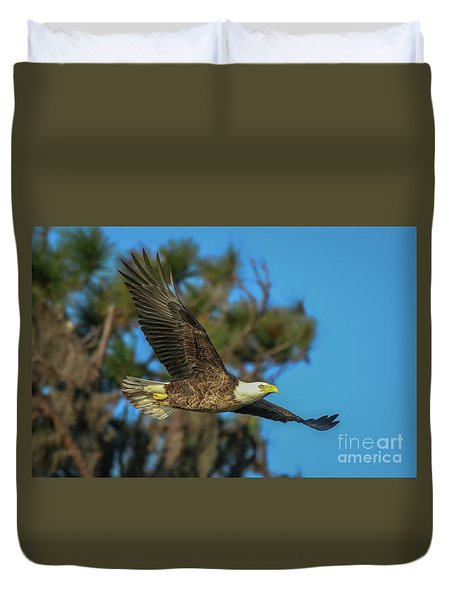 Duvet Cover featuring the photograph Soaring Eagle by Tom Claud
