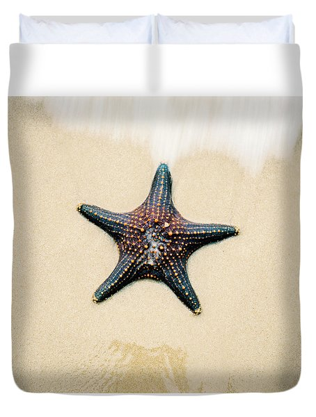 Starfish On The Beach Sand. Close Up. Duvet Cover