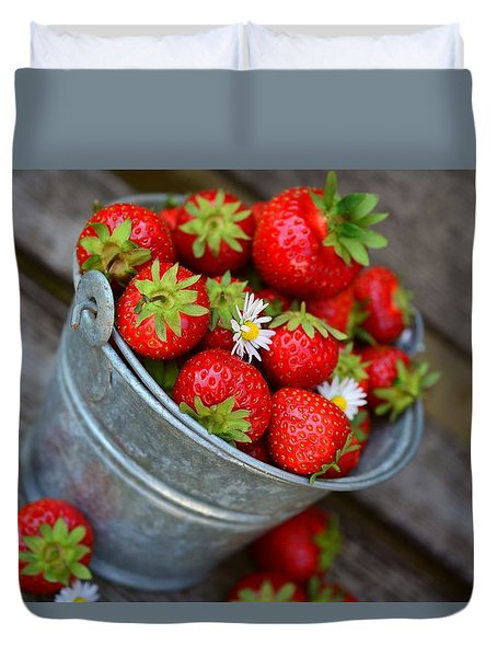 Strawberries And Daisies Duvet Cover