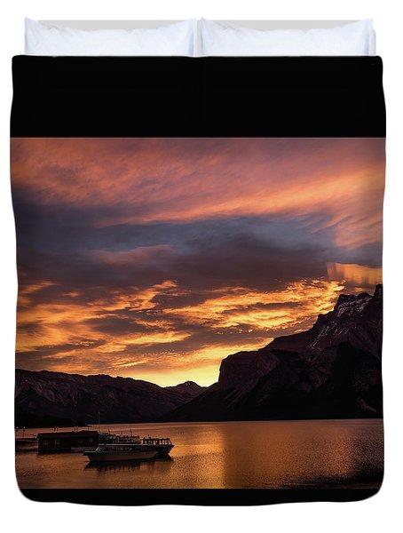 Sunrise Over Lake Minnewanka, Banff National Park, Alberta, Cana Duvet Cover