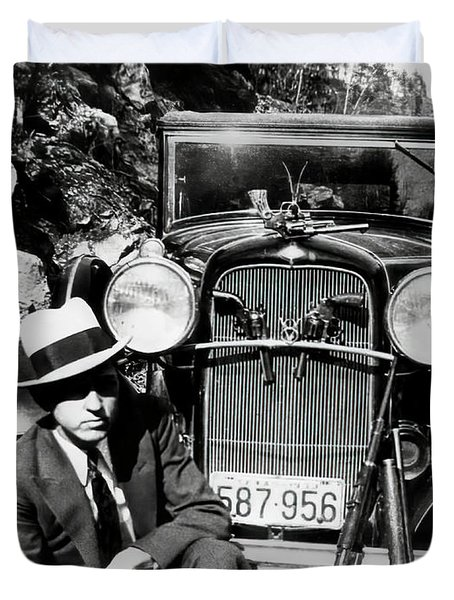 Texas Outlaw Clyde Barrow And Arsenal C. 1933 Duvet Cover