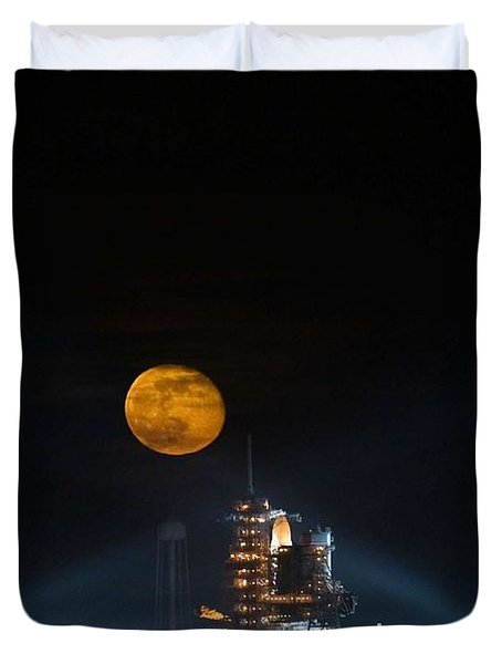 The Moon Is Seen Rising Behind The Space Shuttle Endeavour On Pad 39a Duvet Cover