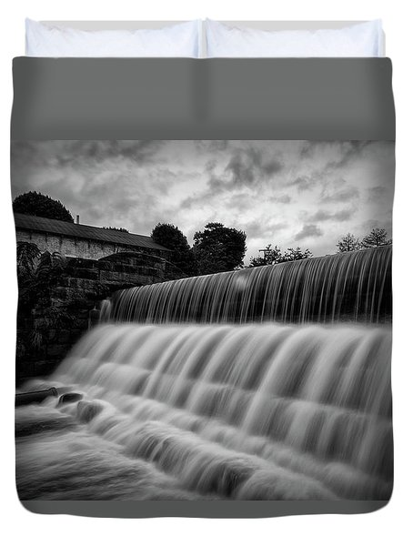 Duvet Cover featuring the photograph The Rezzy by Russell Pugh