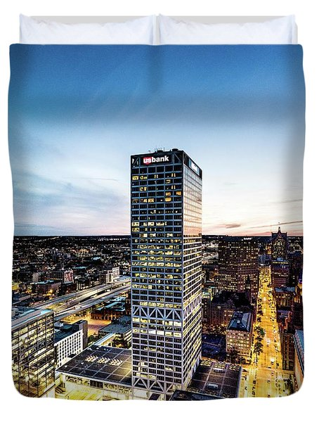 Duvet Cover featuring the photograph Us Bank Tower by Randy Scherkenbach