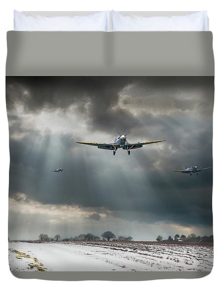Duvet Cover featuring the photograph Winter Homecoming by Gary Eason