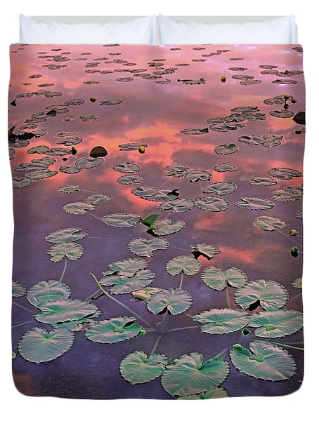 Yellow Pond Lilies At Sunset, North Duvet Cover