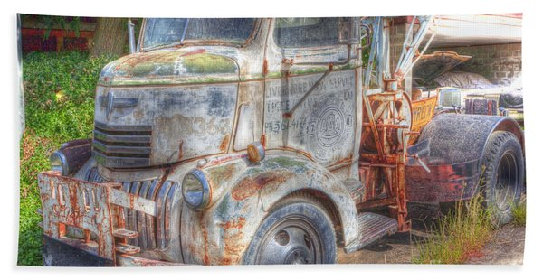 0281 Old Tow Truck Hand Towel