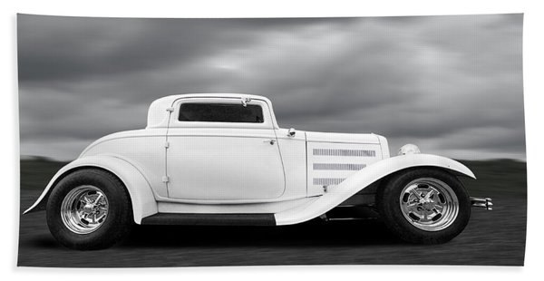 32 Ford Deuce Coupe In Black And White Hand Towel