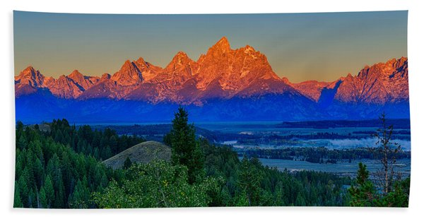 Bath Towel featuring the photograph Alpenglow Across The Valley by Greg Norrell