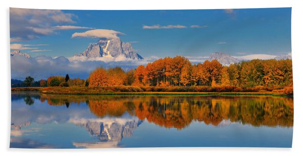 Bath Towel featuring the photograph Autumn Foliage At The Oxbow by Greg Norrell