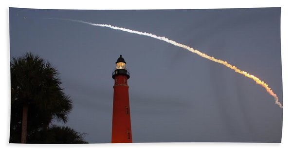 Discovery Booster Separation Over Ponce Inlet Lighthouse Bath Towel
