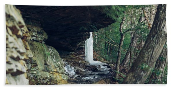 Eaglefalls Trail In Winter Bath Towel