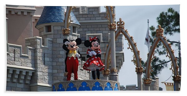 Mickey And Minnie In Living Color Bath Towel