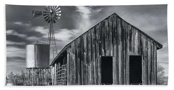 Old Barn No Wind Bath Towel