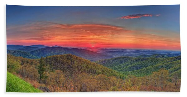 Pink Sunrise At Skyline Drive Bath Towel