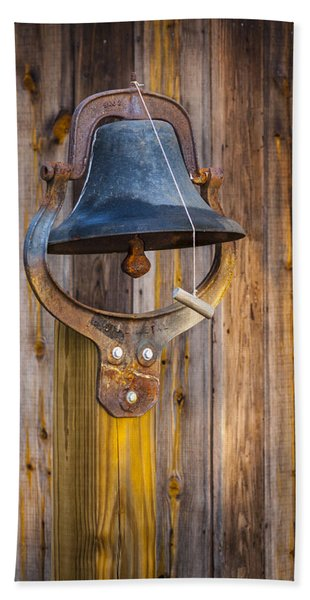 Bath Towel featuring the photograph Ring My Tennessee Bell by Carolyn Marshall