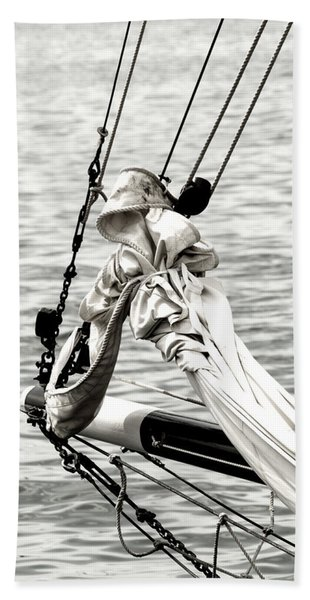 Sailing The Seven Seas Bath Towel