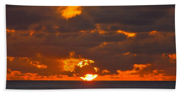Bath Towel featuring the photograph Sinking In The Sea by Greg Norrell