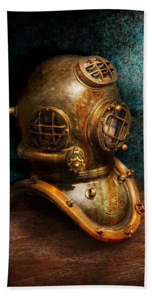Steampunk - Diving - The Diving Helmet Bath Towel