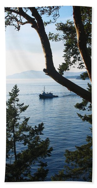 Bath Towel featuring the photograph Tugboat Passes by Lorraine Devon Wilke