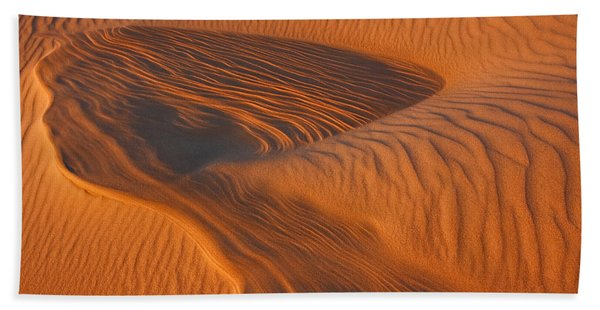 Woman In The Dunes Bath Towel