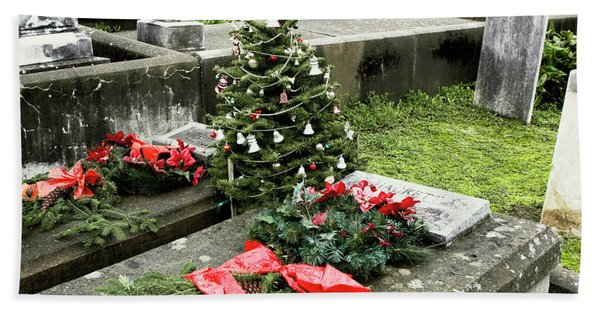 Bath Towel featuring the photograph Always Home For Christmas by Lorraine Devon Wilke