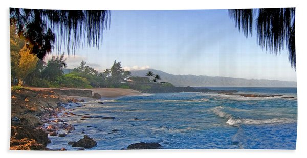 Beach On North Shore Of Oahu Bath Towel