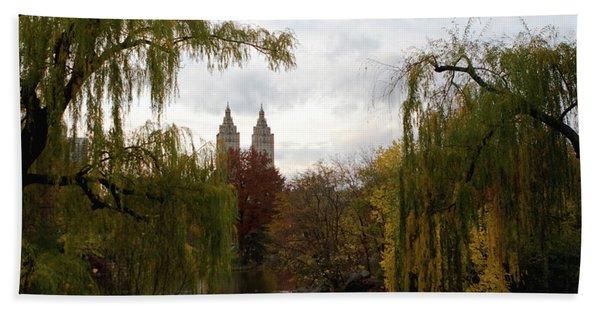 Bath Towel featuring the photograph Central Park Autumn by Lorraine Devon Wilke