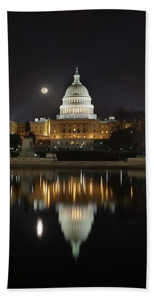 Digital Liquid - Full Moon At The Us Capitol Bath Towel