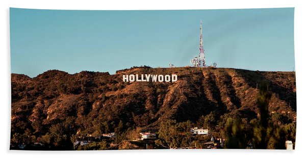 Bath Towel featuring the photograph Hollywood Sign At Sunset by Lorraine Devon Wilke