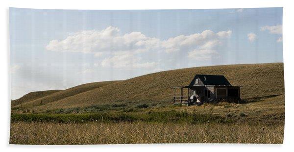 Bath Towel featuring the photograph Little House On The Plains by Lorraine Devon Wilke