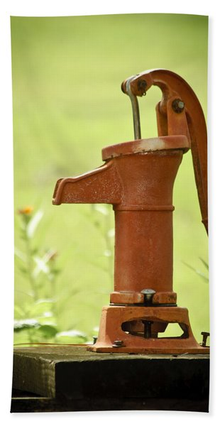 Bath Towel featuring the photograph Old Fashioned Water Pump by Carolyn Marshall