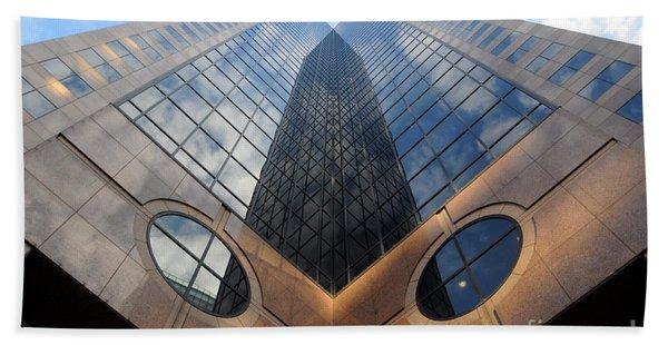 Towering Modern Skyscraper In Downtown Hand Towel