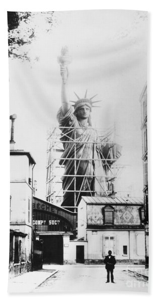 Statue Of Liberty, Paris Bath Towel