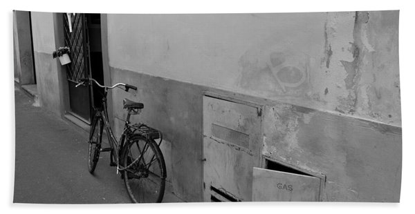 Bike In Alley Bath Towel