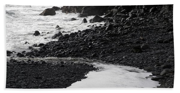 Black Lava Beach, Maui Bath Towel