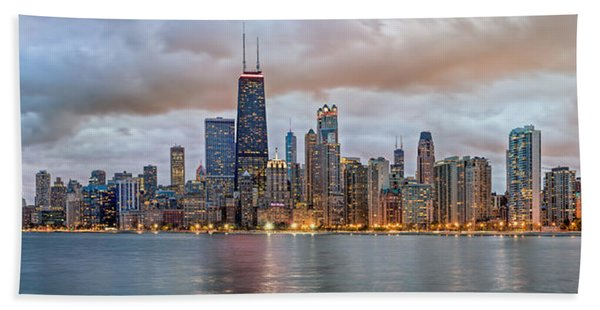 Hand Towel featuring the photograph Chicago Skyline At Dusk by James Udall
