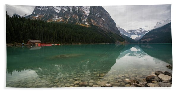 Hand Towel featuring the photograph Cloudy Fall Day At Lake Louise by James Udall