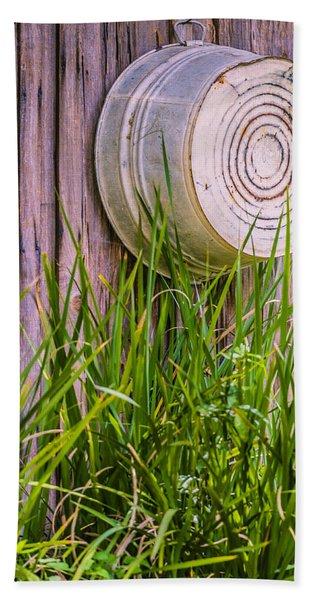 Bath Towel featuring the photograph Country Bath Tub by Carolyn Marshall