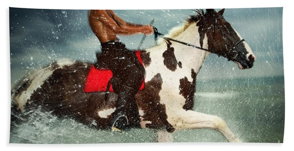 Cowboy Riding Paint Horse In The Water Bath Towel